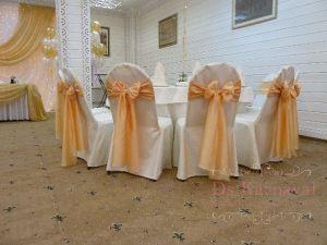 банты на стулья на свадьбу фото