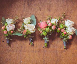 бутоньерка из цветов для свадеб красиво