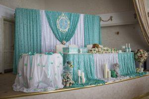 Украшение свадьбы в цвете аквамарин оригинально