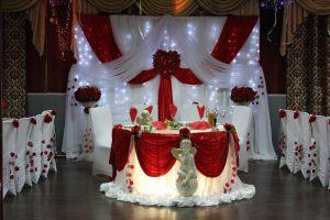 Украшение свадеб в алом цвете недорого в Москве