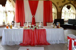 Украшение на свадьбу в алом цвете фото