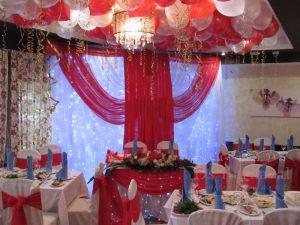 Декор свадеб в алом цвете недорого