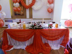 Украшение свадьбы в алом цвете фото