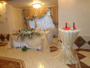 Украшение на свадьбу в бежевом цвете оригинально