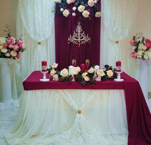 Украшение на свадьбу в бордовом цвете оригинально