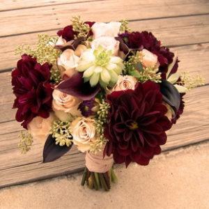 Оформление свадьбы в бордовом цвете недорого