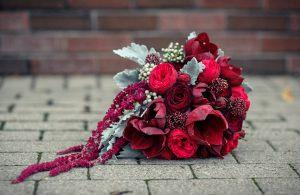 Украшение на свадьбу в бордовом цвете недорого