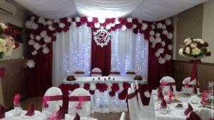 Декор свадьбы в бордовом цвете фото