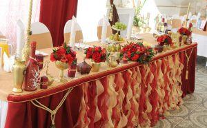 Оформление свадьбы в бордовом цвете оригинально