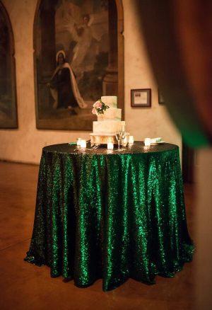 Украшение на свадьбу в изумрудном цвете оригинально