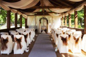 Украшение на свадьбу в коричневом цвете оригинально