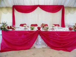 Декор свадьбы в малиновом цвете недорого
