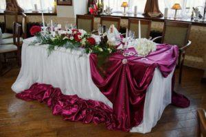 Украшение на свадьбу в цвете марсала оригинально