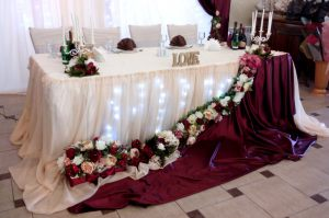 Украшение свадьбы в цвете марсала оригинально