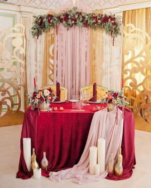 Украшение свадьбы в необычном цвете недорого