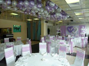 Украшение на свадьбу в пурпурном цвете красиво