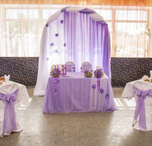 Декор свадеб в пурпурном цвете красиво