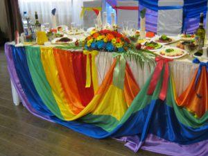 Декор свадеб в цвете радуги оригинально