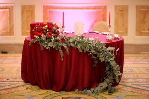 Украшение свадьбы в винном цвете дешево