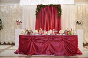 Декор свадьбы в винном цвете красиво