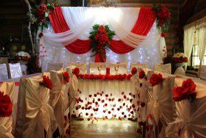 Декор свадьбы в вишневом цвете красиво