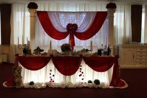Украшение свадьбы в вишневом цвете красиво