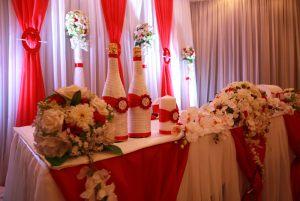 Украшение свадьбы в вишневом цвете оригинально