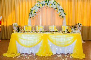 Декор свадьбы в желтом цвете оригинально