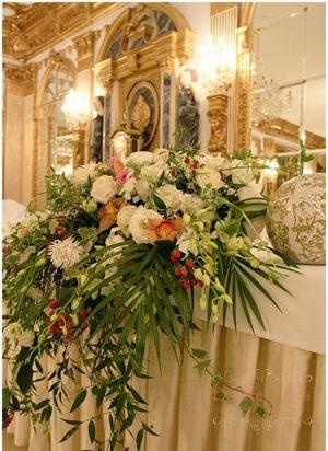 Украшение на свадьбу композицией цветов на столы оригинально