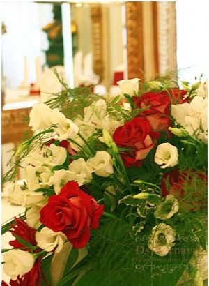 Оформление свадеб композицией цветов на столы оригинально