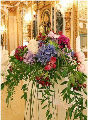 Украшение свадьбы композицией цветов на столы фото