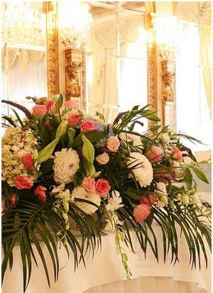 Декор на свадьбу композицией цветов на столы в Москве