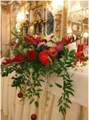 Декор на свадьбу композицией цветов на столы недорого