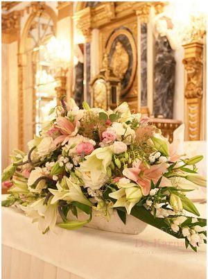 Украшение свадьбы композицией цветов в вазах недорого
