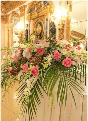 Оформление на свадьбу композицией цветов в вазах в Москве