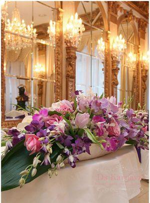 Оформление на свадьбу композицией цветов в вазах недорого