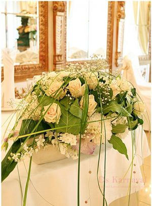 Украшение свадьбы композицией цветов в вазах недорого в Москве