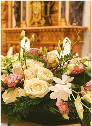 Оформление свадьбы композицией цветов в вазах красиво