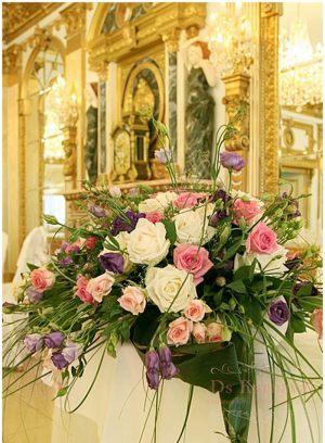 Украшение свадеб композицией цветов в вазах дешево