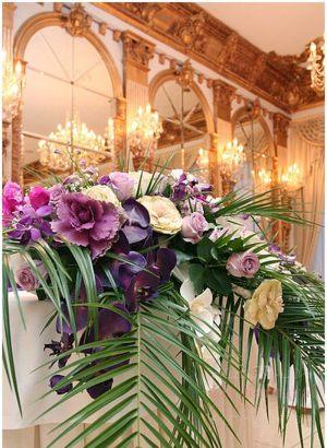 Украшение на свадьбу композицией цветов в вазах недорого