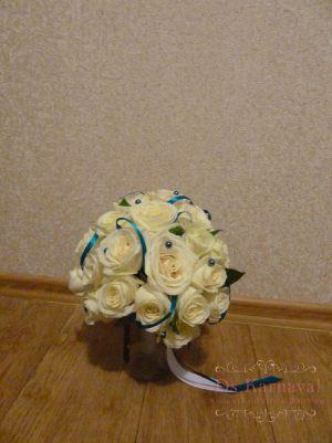Декор свадеб композицией цветов в бокалах дешево