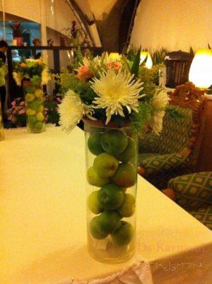 Украшение на свадьбу композицией цветов в бокалах недорого цены