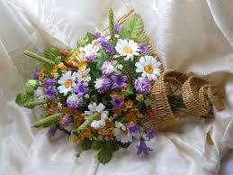 Декор свадьбы композицией цветов на стенах недорого