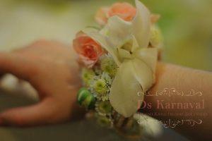 браслеты из цветов для свадеб фото
