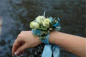 браслеты из цветов для подружек невесты для свадьбы красиво
