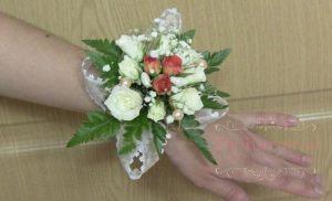 браслеты из цветов для подружек невесты для свадьбы фото