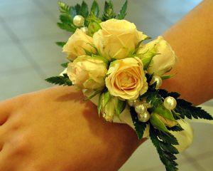 браслеты из цветов для свадеб красиво