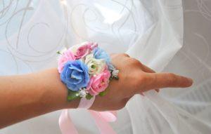 браслеты из цветов для подружек невесты на свадьбу цены