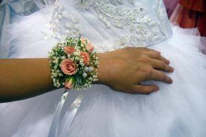 браслеты с цветами для свадеб оригинально