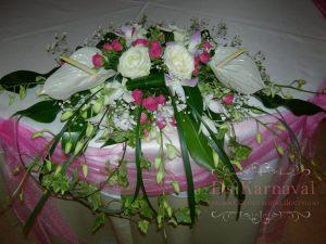 Украшение на свадьбу комбинированной композицией из цветов фото и цены